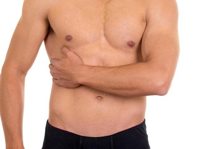 Колит периодически в правом боку – под ребрами спереди и сзади, внизу живота у женщин и мужчин, при ходьбе, беге, при вдохе, что делать при симптоме у взрослого и ребенка, методики лечения